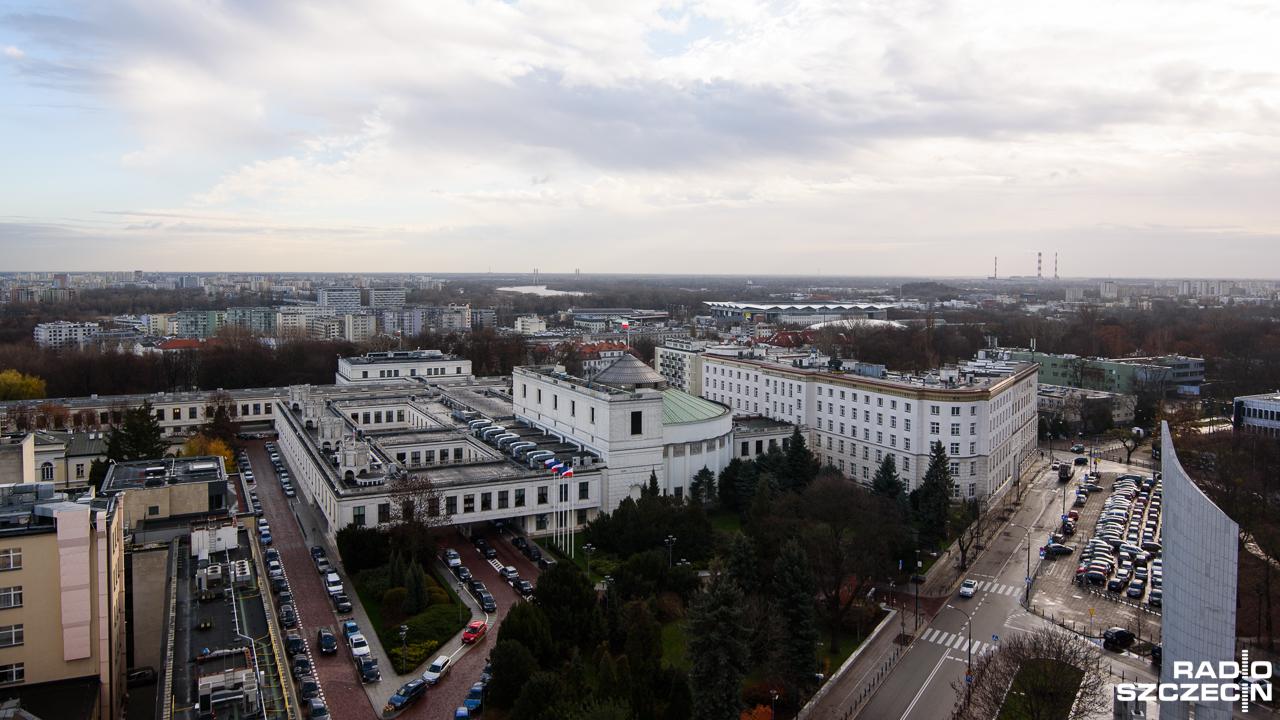 Troje posłów z zakazem wjazdu samochodami na teren Sejmu