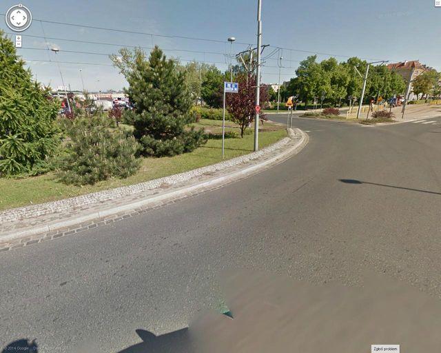 Rondo o.Siwka - krzewy utrudniają widoczność - fot.google maps