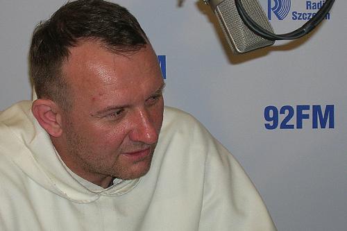 Ojciec Mirosław Ostrowski. Fot. Piotr Kołodziejski [PR Szczecin]