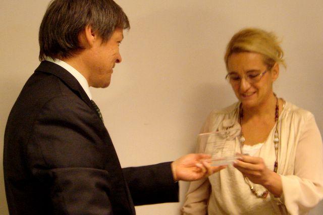 Nagroda dla Iwony Bigońskiej . Fot. Zdzisław Tararako [PR Szczecin]