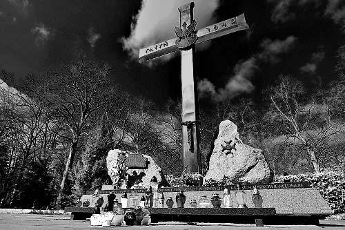 Uczczą ofiary pod Krzyżem Katyńskim