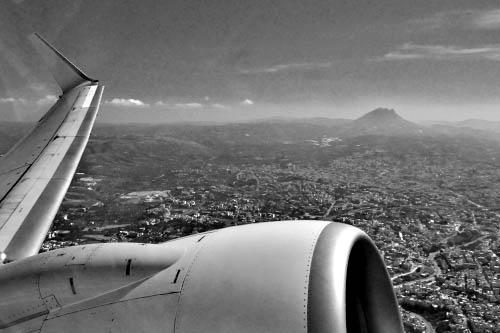 Pyły wulkaniczne wciąż paraliżują ruch lotniczy