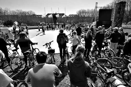 Rowerzyści w hołdzie ofiarom tragedii