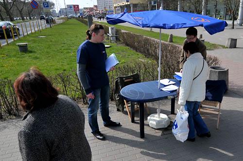 Działacze zbierają podpisy popierające kandydatów na Prezydenta RP