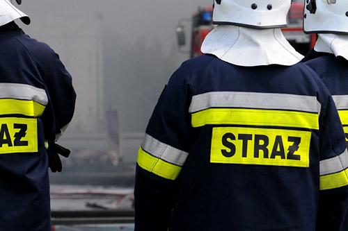5 zastępów strażaków gasi pożar poddasza w Świnoujściu