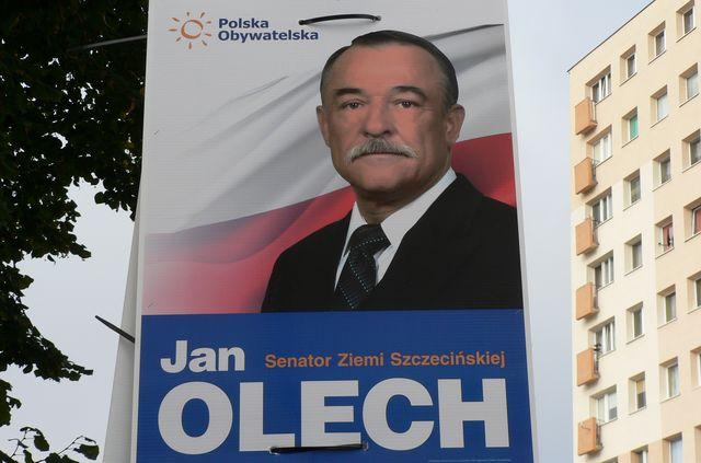 Nielegalne plakaty kandydata na senatora