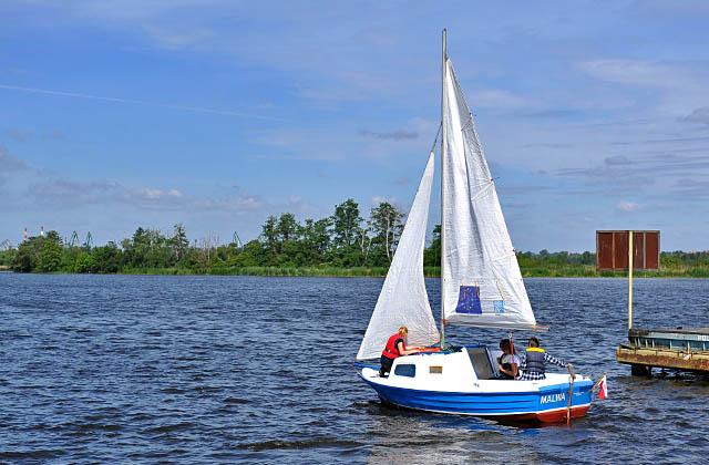 Biorą udział w konkursach, a w nagrodę pływają jachtami, zdobywają żeglarskie patenty i reprezentują Szczecin na regatach The Tall Ships
