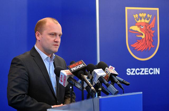 Jaki jest numer służbowego telefonu prezydenta Szczecina? W opinii jednego ze szczecińskich stowarzyszeń, każdy ma prawo wiedzieć, bo jest to informacja publiczna. Fot. Łukasz Szełemej [PR Szczecin]