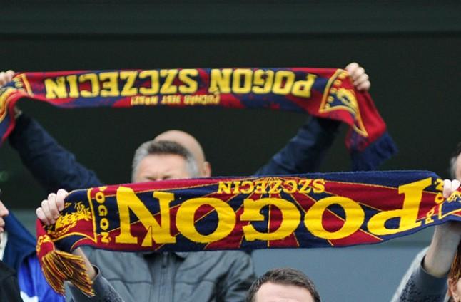 Kibice Pogoni Szczecin domagają się budowy nowego stadionu piłkarskiego - będą dziś w tej sprawie pikietować przed magistratem. Fot. Łukasz Szełemej [PR Szczecin/Archiwum]