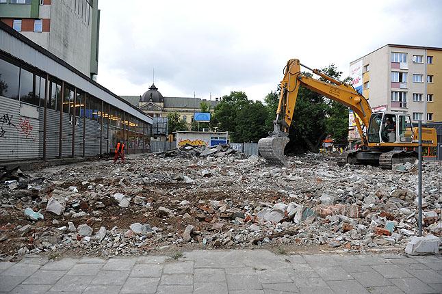 Między ulicami: Tkacką a Niepodległości zakończyła się rozbiórka opuszczonej ruiny. Fot. Łukasz Szełemej [PR Szczecin]