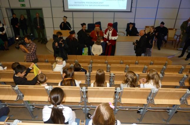 Kilkudziesięciu uczniów szczecińskich podstawówek rozpoczęło w sobotę swój pierwszy rok akademicki. Fot. Łukasz Kozłowski [Radio Szczecin]