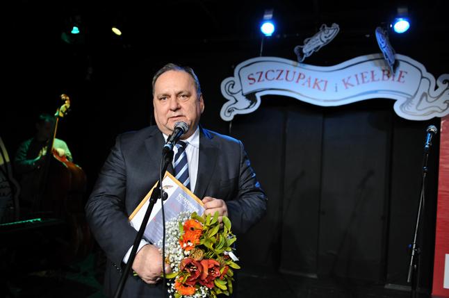 Statuetkę za największe osiągnięcia w mijającym roku odebrał prezes Pogoni Szczecin - Jarosław Mroczek. Fot. Łukasz Szełemej [Radio Szczecin]