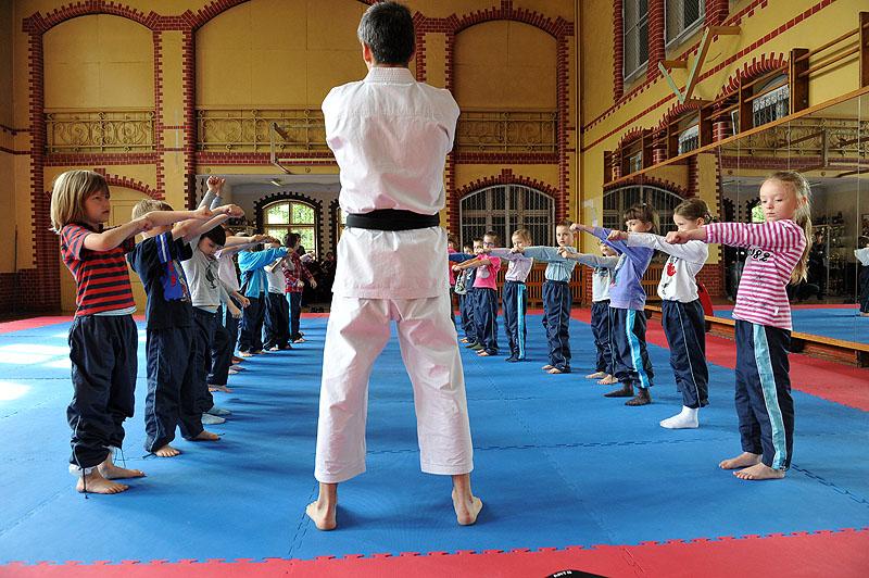 Mali karatecy. Fot. Łukasz Szełemej [PR Szczecin] To był ich pierwszy trening. Mali szczecinianie ćwiczą karate [ZDJĘCIA]