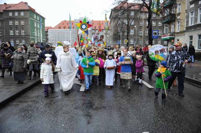 Królewski przemarsz w Szczecinie [WIDEO, DUŻO ZDJĘĆ]