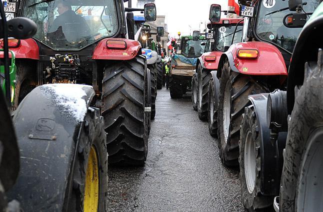 """Rolnicy blokują krajową """"10"""""""