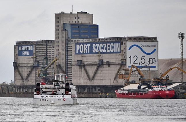 Statek nie wpłynął do portu. Spółka straciła ładunek