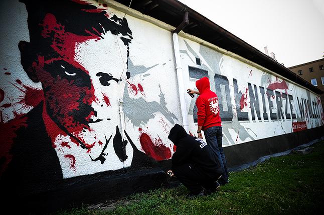 Patriotyczny mural z Witoldem Pileckim w hołdzie Żołnierzom Wyklętym. Fot. Łukasz Szełemej [Radio Szczecin]
