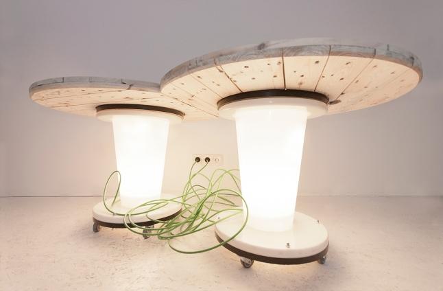 Meble, które powstały z odpadów firmy KK-Electronic, stworzyli szczecińscy artyści. Fot. Materiały organizatorów.
