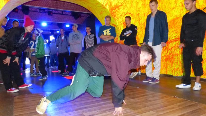 """""""Banie"""", """"swipsy"""" i """"powery"""", czyli break dance w Szczecinie"""