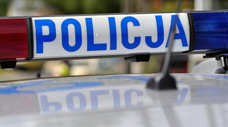 Pijany ukradł służbowe auto. Uciekając, próbował przejechać policjantów