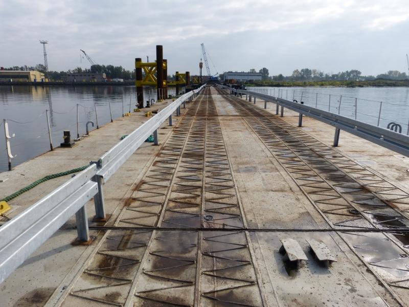 Na wyspę po pontonowym moście. Kończy się budowa przeprawy na Gryfię