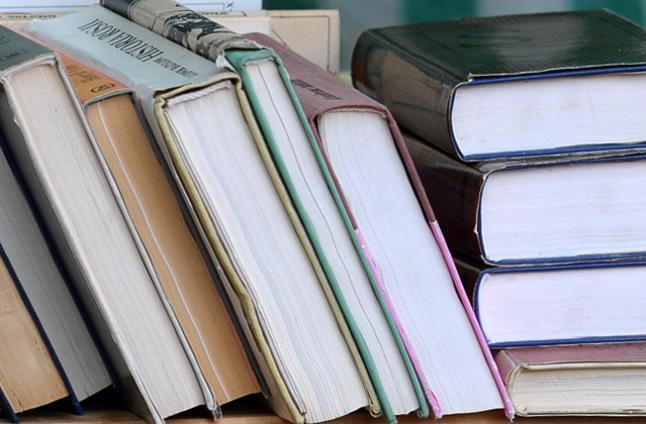 PiS zebrał książki do bibliotek