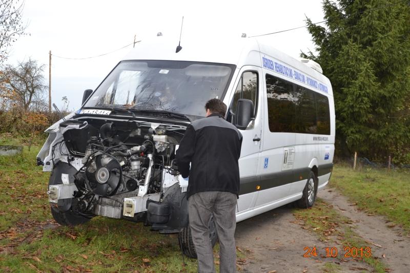 Zniszczyli busa, którym podróżują niepełnosprawne dzieci