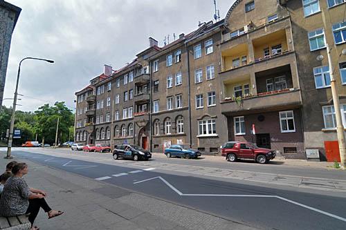 Sprzedani wraz z budynkiem lokatorzy kamienicy przy Nocznickiego w Szczecinie nie mogą wykupić mieszkań. Fot. Łukasz Szełemej [Radio Szczecin]