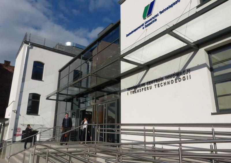 Od czwartku swoją siedzibę ma tam Regionalne Centrum Innowacji i Transferu Technologii. Fot. Grzegorz Gibas [Radio Szczecin]