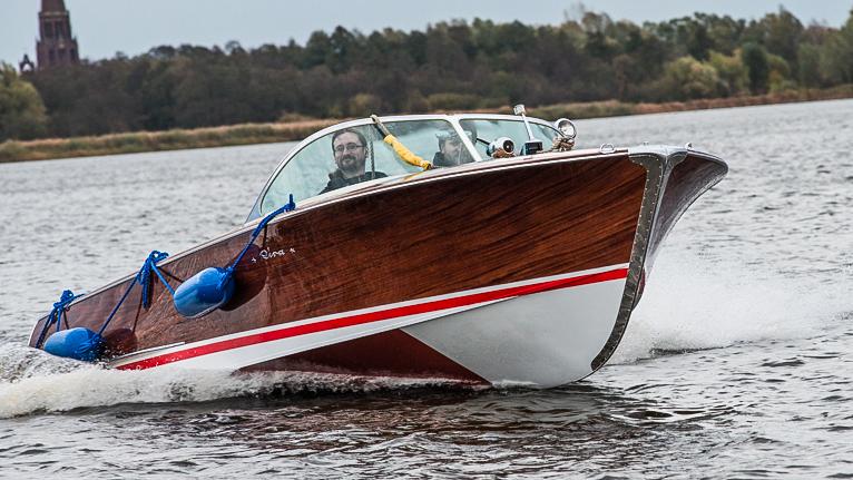 Taką motorówką pływał premier w PRL-u. Prawdziwy luksus [WIDEO, ZDJĘCIA]