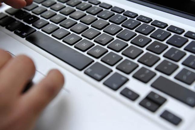 Ograniczony dostęp do internetu w akademikach US. Studenci protestują