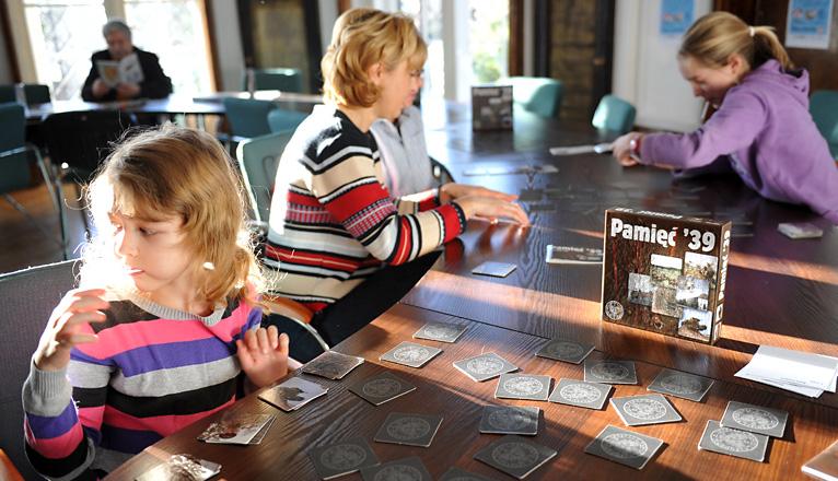 Lekcja historii w grze planszowej. Rodzinna sobota w IPN-ie [ZDJĘCIA]