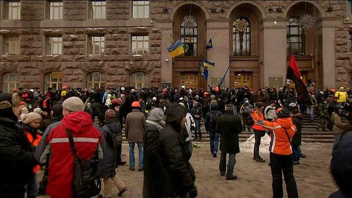 Oddziały Berkut przypuściły w środę rano nieudany szturm na ratusz w Kijowie, w którym zabarykadowało się ok. 200 demonstrantów. Fot. TVN24/x-news