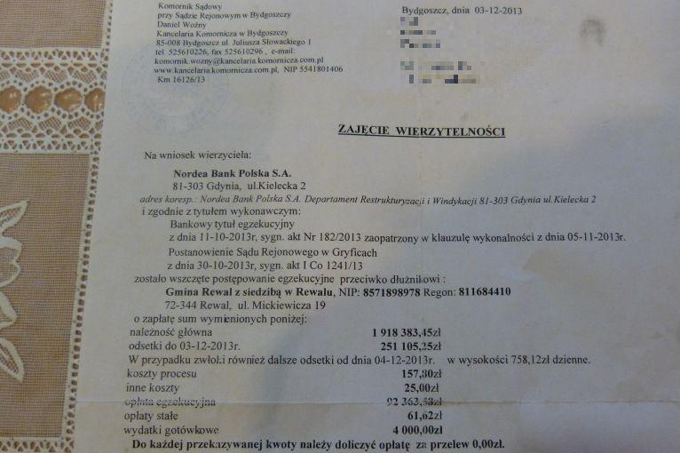 Komornik żąda od mieszkańców Rewala spłaty kredytu, zaciągniętego przez gminę. Fot. Kamil Nieradka [Radio Szczecin]