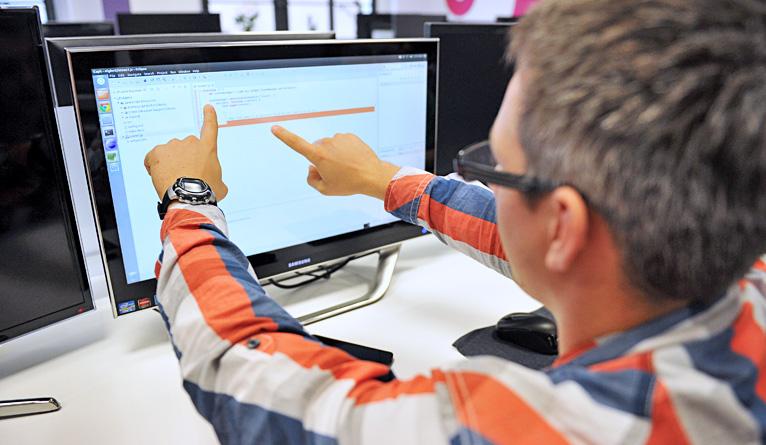 Samsung otworzył laboratorium w Zachodniopomorskim Uniwersytecie Technologicznym w Szczecinie. Fot. Łukasz Szełemej [Radio Szczecin] Nowe możliwości dla studentów. Laboratorium Samsunga otwarte [ZDJĘCIA]