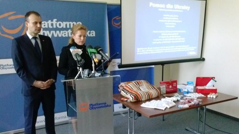 Trwają zbiórki darów dla Ukraińców. Opatrunki i koce zbiera też PO