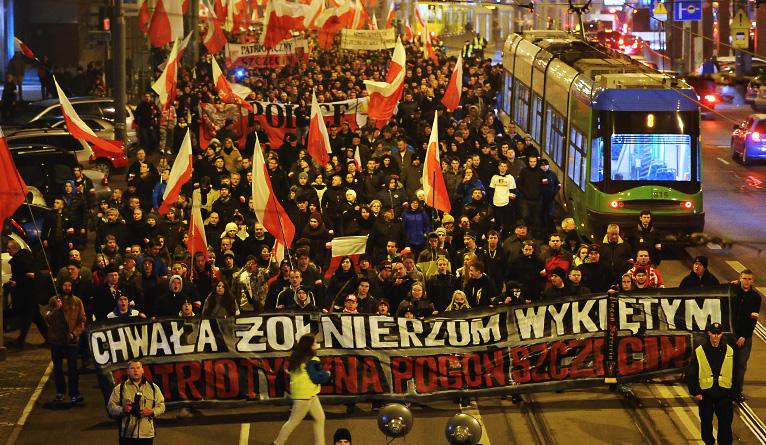 """Szczecin pamięta o """"Wyklętych"""". Tłumy przeszły w marszu [ZDJĘCIA, WIDEO]"""
