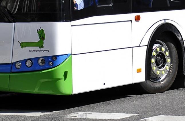 Pasażer z walizką unieruchomił autobus