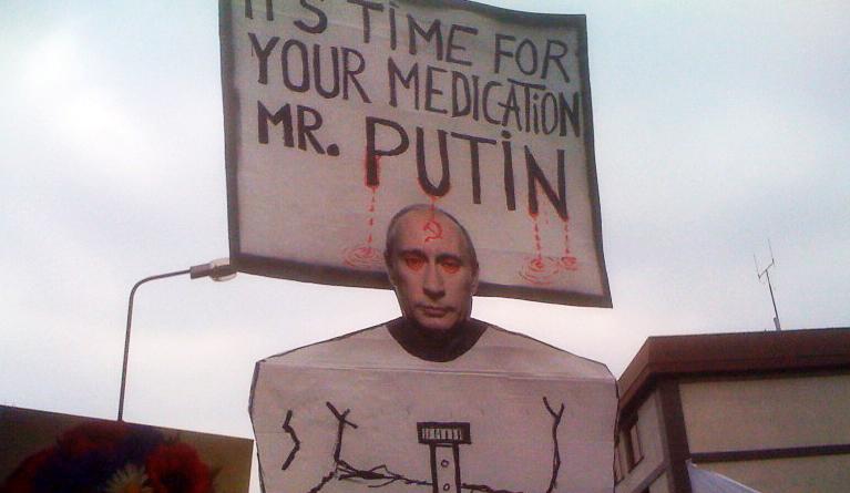 Protest przed ambasadą. Związkowcy ze Szczecina wspierają Ukraińców [ZDJĘCIA]