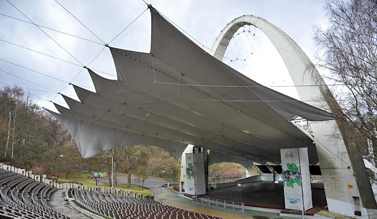 Dach w letnim amfiteatrze ma być gotowy do początku sezonu [ZDJĘCIA]