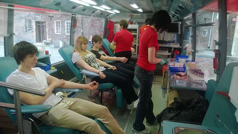Ponad dwadzieścia litrów krwi oddali w piątek uczniowie i nauczyciele z II Liceum Ogólnokształcącego w Szczecinie. Fot. Paulina Muskała [Radio Szczecin]