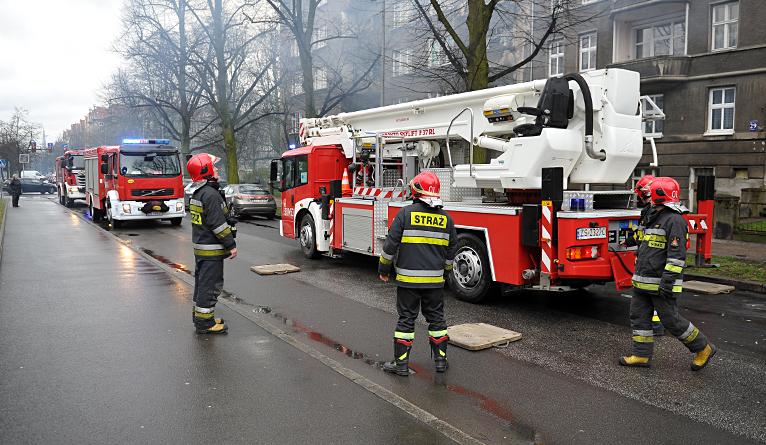 Zadymione centrum Szczecina. W jednym z mieszkań zapaliła się sadza [ZDJĘCIA, WIDEO]