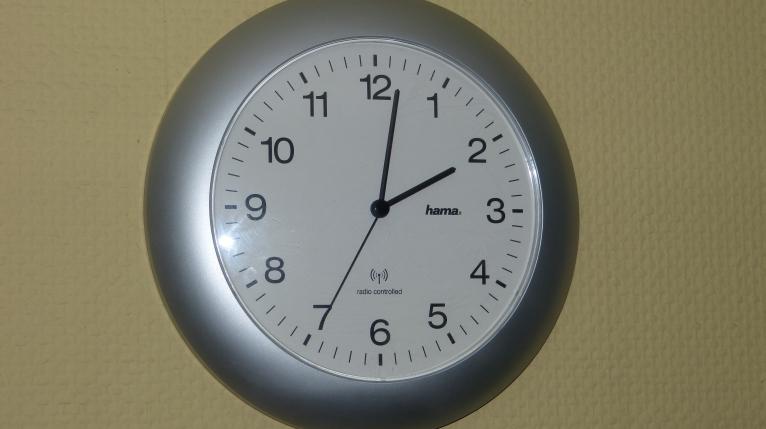 Przestawiamy zegarki i śpimy krócej