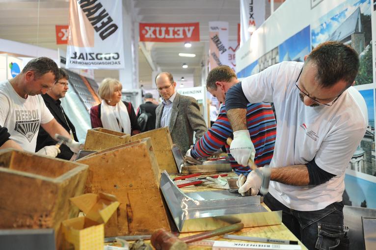 Pokazy, porady, a nawet szybki kurs dla dekarzy. W Szczecinie trwają targi budowlane [ZDJĘCIA]