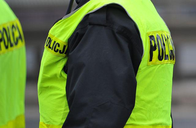 Odgryzł policjantowi kawałek palca, drugi funkcjonariusz ma złamany nos