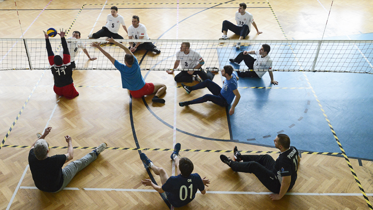 Grali w siatkówkę na siedząco [ZDJĘCIA, WIDEO]