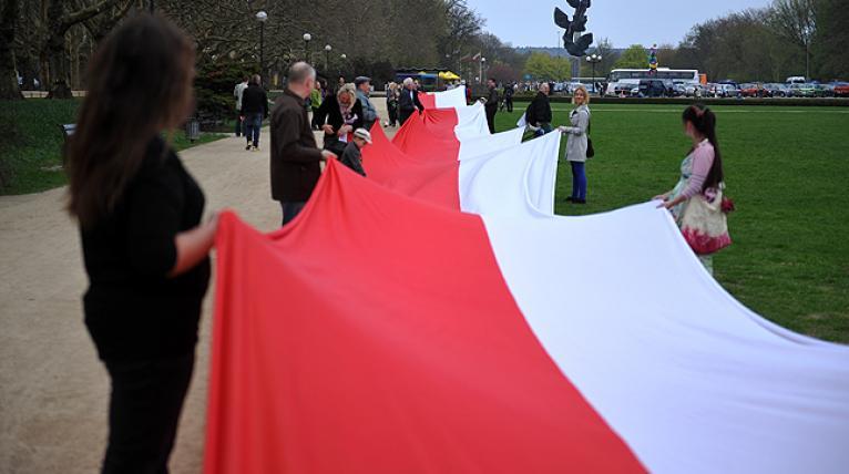 Marsz z biało-czerwoną i uroczystość na Błoniach. Szczecin uczci Dzień Flagi
