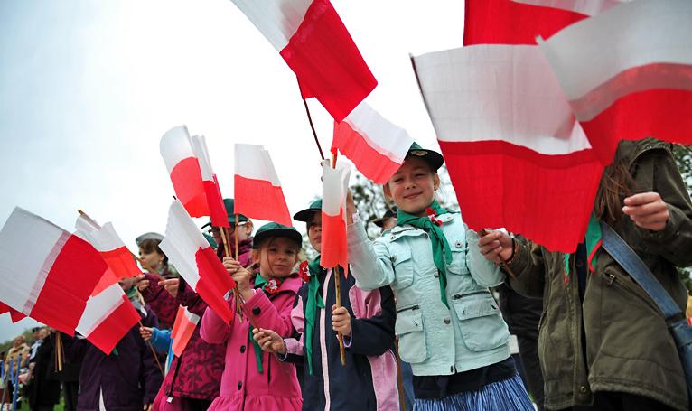 Patriotycznie na Błoniach. Szczecinianie uczcili Dzień Flagi [ZDJĘCIA]