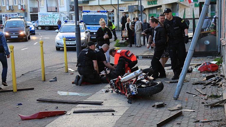 Pijany kierowca uderzył w motocykl, jedna osoba trafiła do szpitala