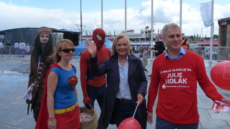 Superbohaterowie pomagają kandydatce SLD [ZDJĘCIA]